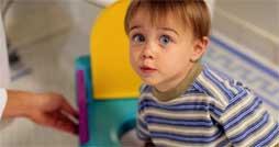С какого возраста следует приучать ребенка к горшку