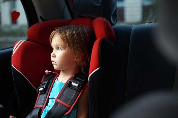 Как развлечь ребенка в машине