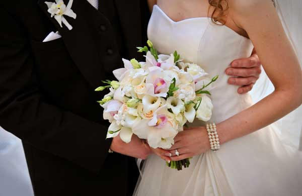 Какой свадебный букет выбрать зимой