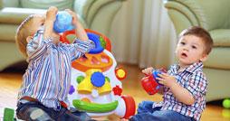 Как выбрать полезную игрушку для ребенка