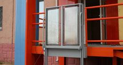 Как выбрать вертикальный подъемник для инвалидов