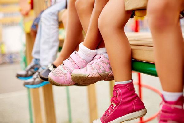 vybor-obuvi-dlya-detej