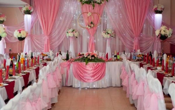 ukrashenie-svadebnogo-zala